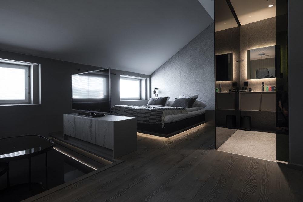 Kaltio-huoneen sisustus on yksinkertainen ja sopii skandinaaviseen makuun.