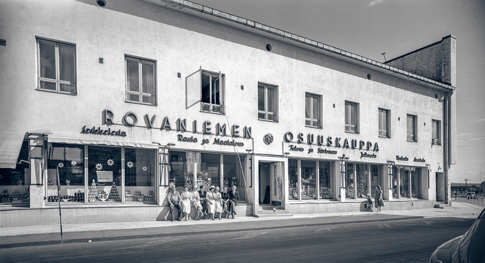 The Rovaniemen Osuuskauppa co-operative shop from the entrance to Haawe in 1957