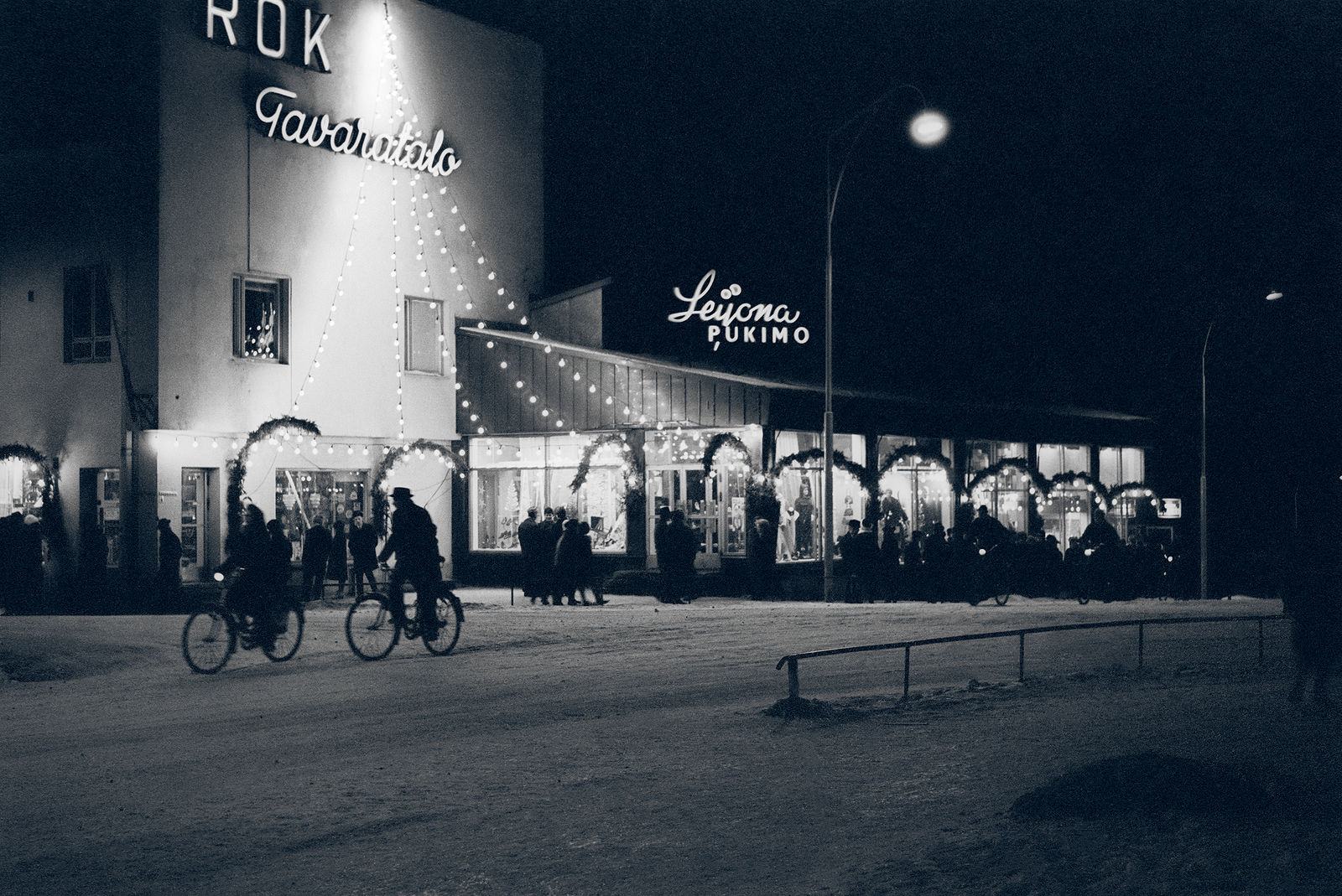 Christmas lighting of the ROK department store (former Osuuskauppa) and the Leijona clothing store. 1962