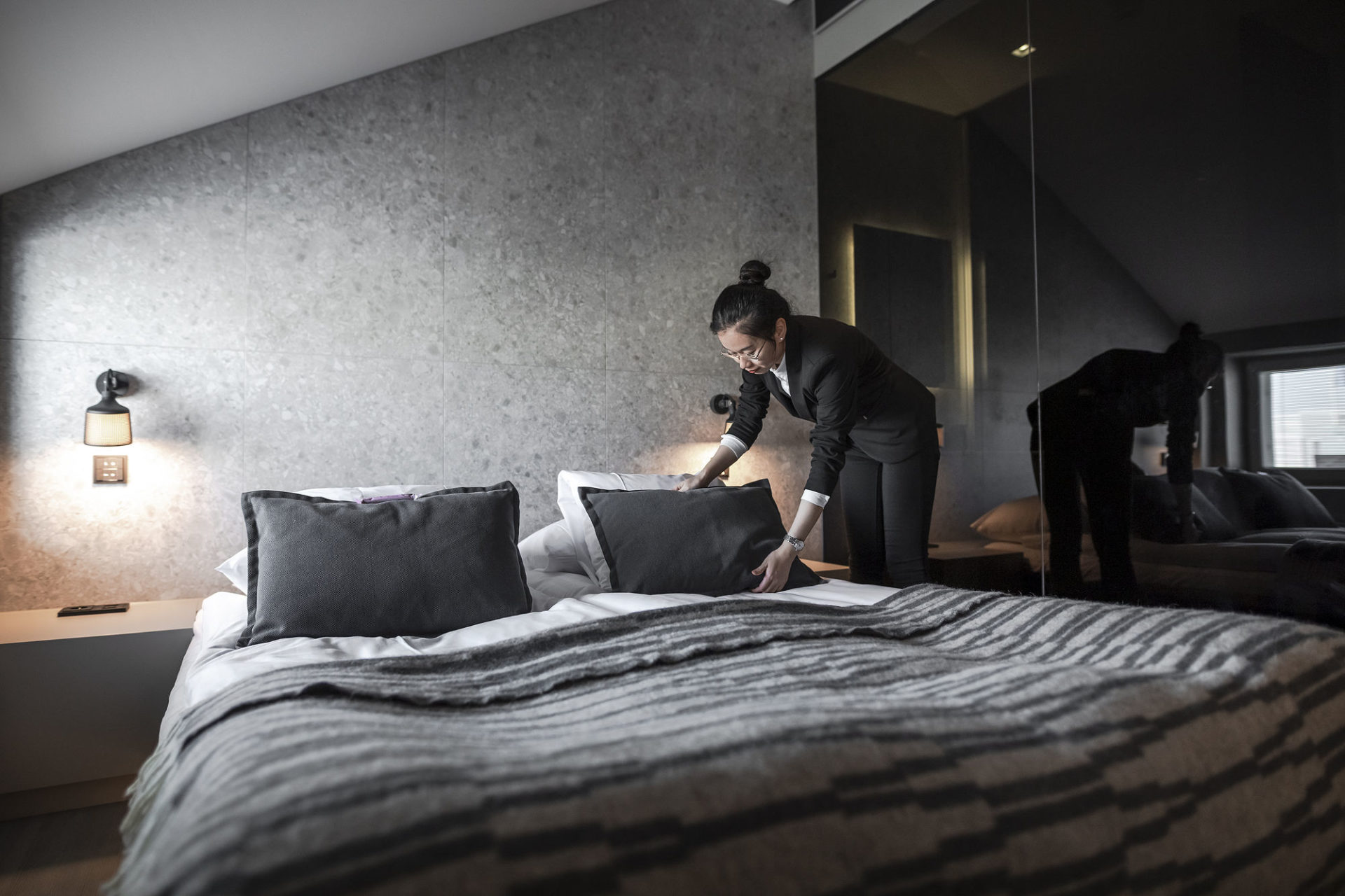 Yolanda Xu siistiin huoneen vuodetta